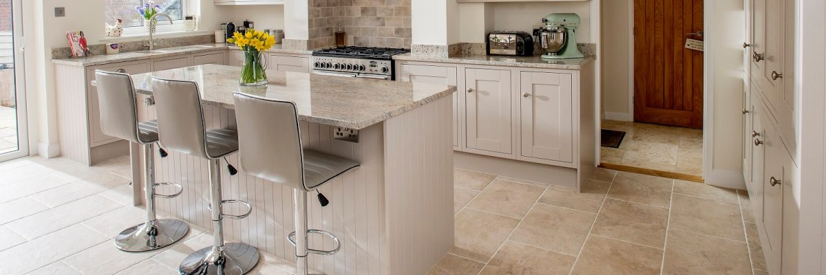 Sheraton Lissa Oak kitchen in neutral colour scheme. Painted kitchen with chrome handles and hardware.