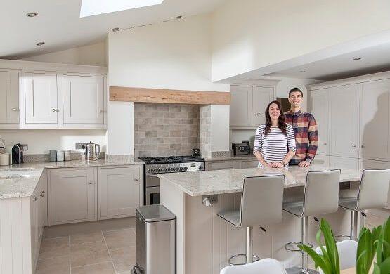 Sheraton Lissa Oak kitchen in neutral colour scheme with granite worktops and upstands