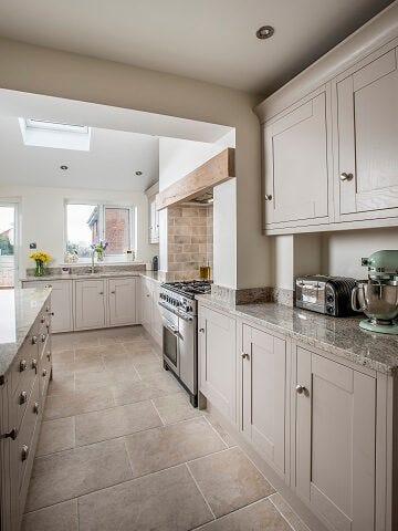 Sheraton Lissa Oak kitchen in neutral colour scheme with chrome cup handles