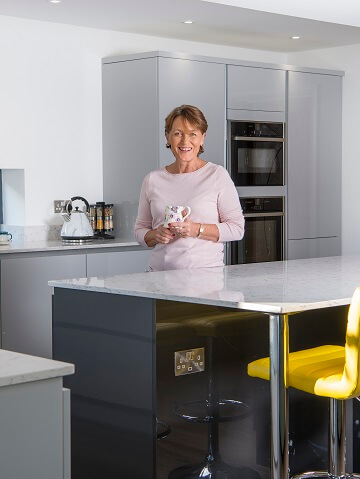 Rotpunkt gloss kitchen in dark colour scheme