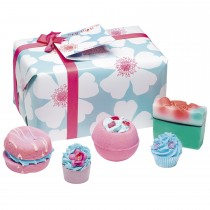 Bomb Cosmetics Sky High Giftpack, Blue/Pink