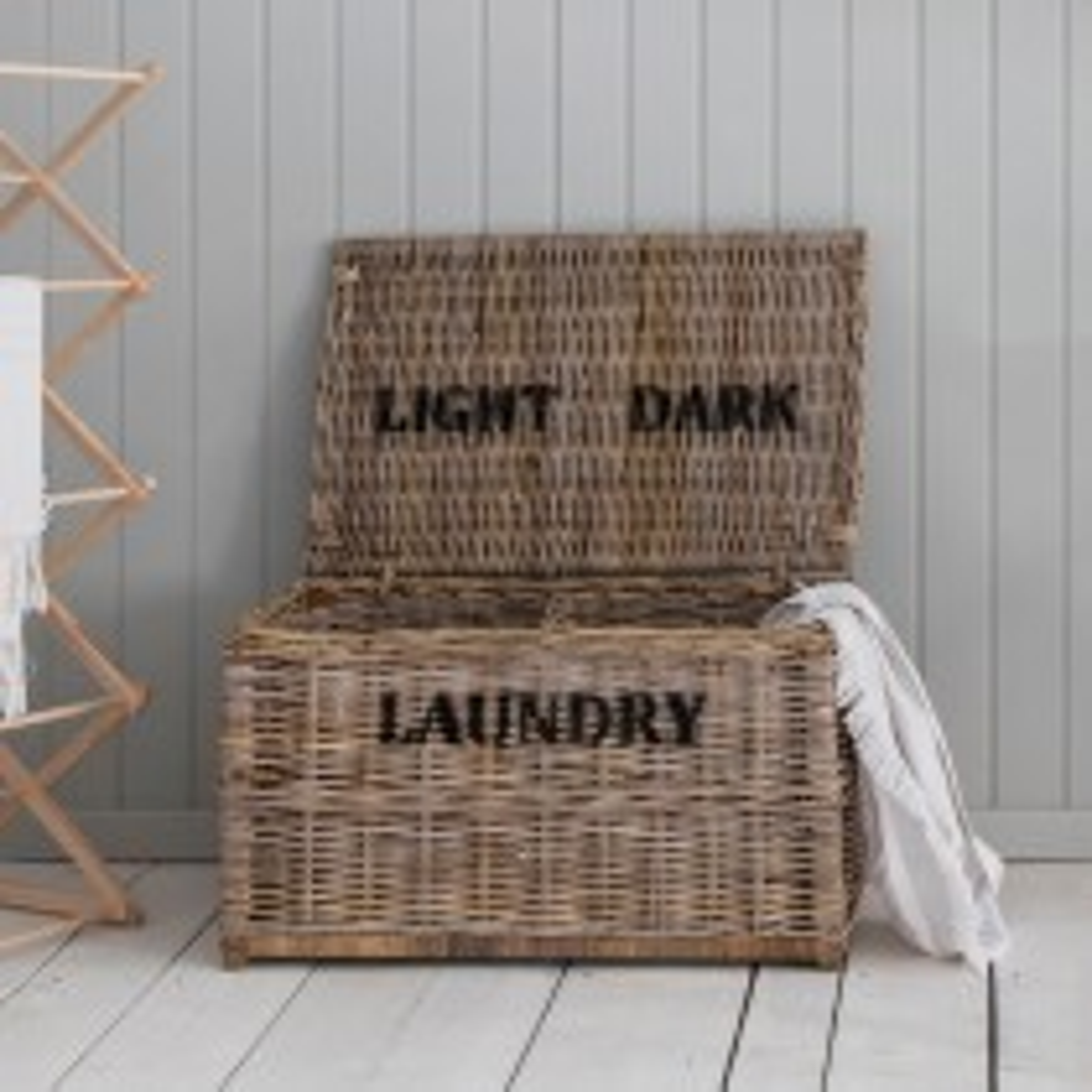 Garden Trading Dark And Lights Laundry Chest, Rattan