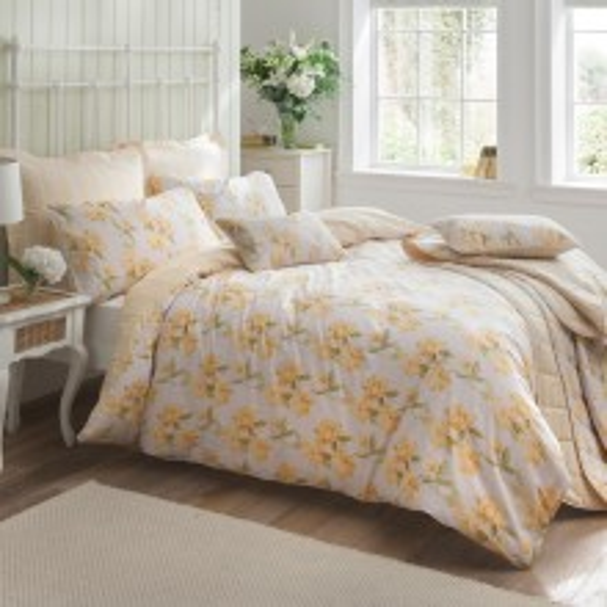 Carnation Bedspread, Primrose